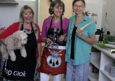 Darri, Chris, Shirley cooks